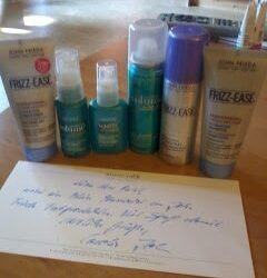 JOHN FRIEDA Frizz-Ease Shampoo, Conditioner und Regenschirm-Haarspray
